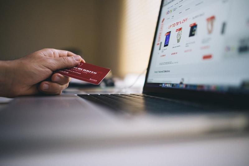 Cartão de Crédito Online – saiba como fazer sem levar golpe